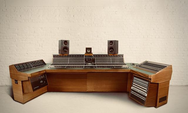 クラプトン、レッド・ツェッペリン、ボブ・マーリー、ボウイらが使用したレコーディング・コンソールがオークションに