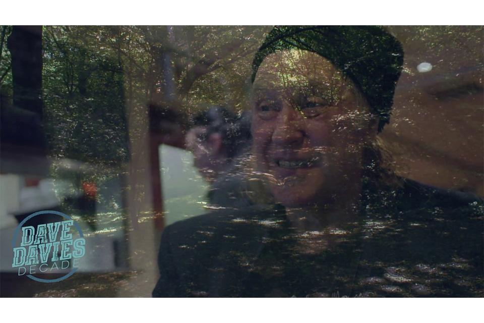キンクスのデイヴ・デイヴィスが「Web Of Time」のミュージック・ビデオをリリース