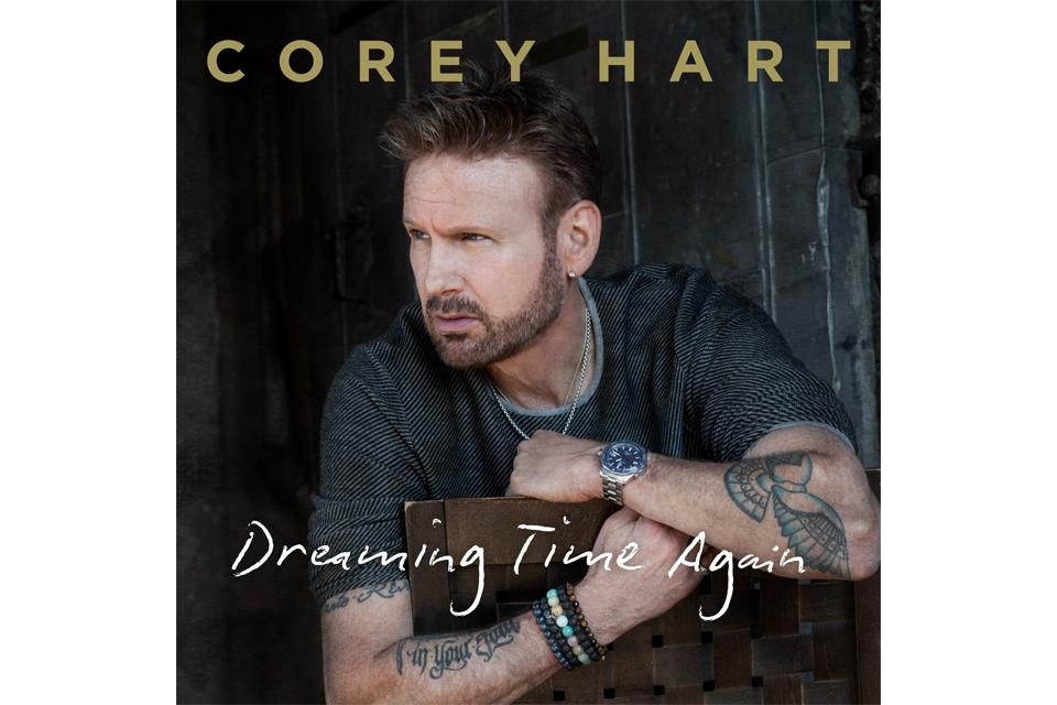 コリー・ハートが20年ぶりのニュー・シングル「ドリーミング・タイム・アゲイン」をリリース。カナダ音楽の殿堂入りも決定
