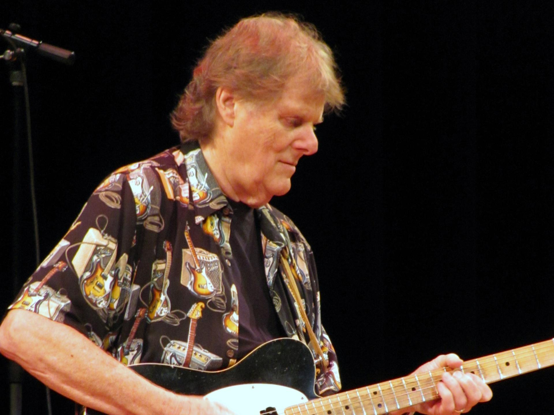 伝説のセッション・ギタリスト、レジー・ヤングが82歳で死去