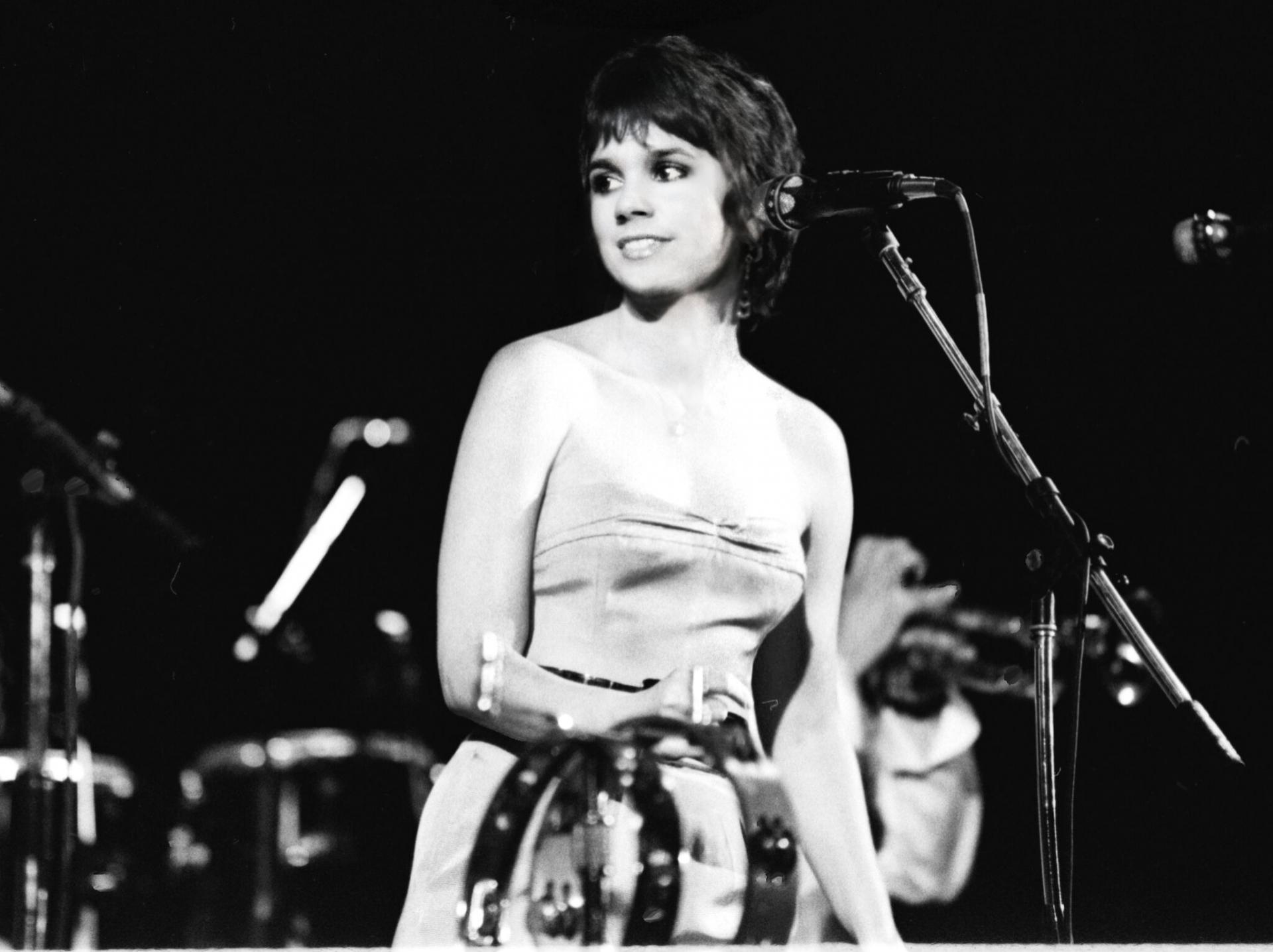 ウエスト・コーストの永遠の歌姫、リンダ・ロンシュタット初のライヴ・アルバムが発売、配信!「悪いあなた」のライヴ映像も公開