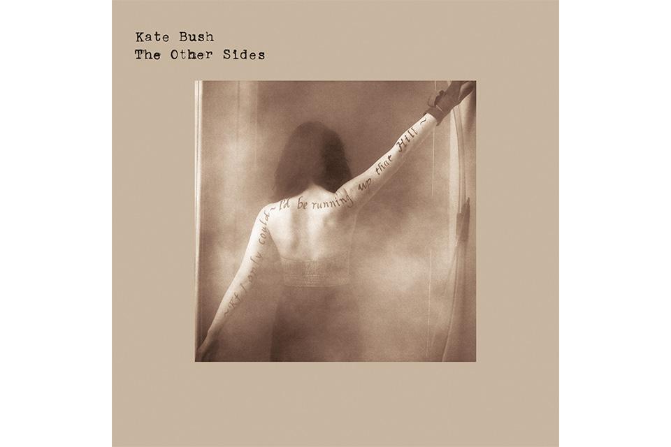 ケイト・ブッシュのレア楽曲を多数収録した4枚組CD『THE OTHER SIDES』が3月に輸入盤で発売決定!