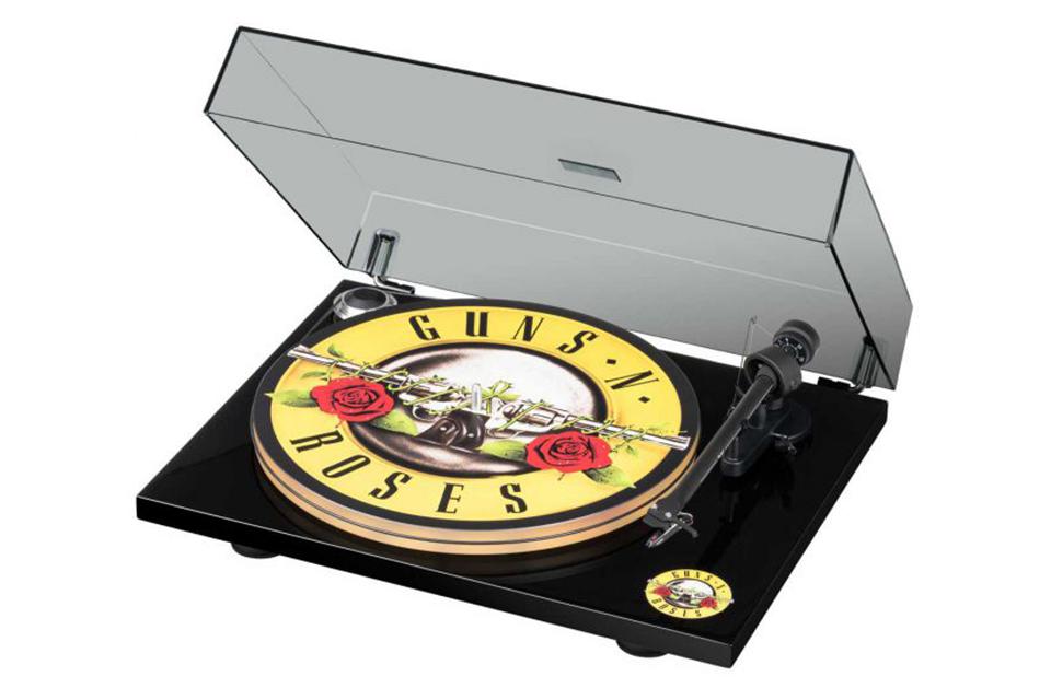 ガンズ・アンド・ローゼズのレコード・プレーヤー発売