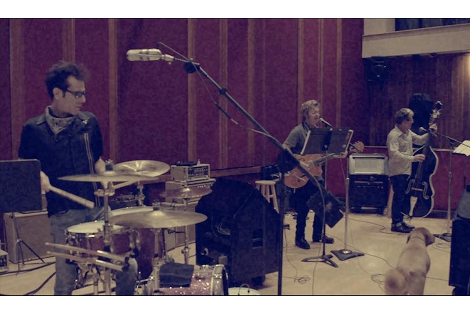 ストレイ・キャッツが新曲「Rock It Off」のミュージック・ビデオを公開
