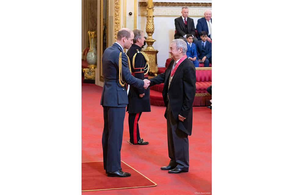 ピンク・フロイドのニック・メイスン、大英帝国勲章を授与される
