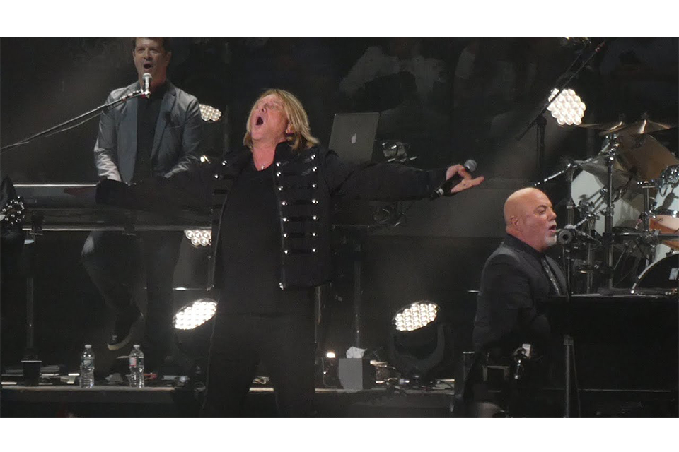 ビリー・ジョエルのMSG公演にデフ・レパードのジョー・エリオットがゲスト出演