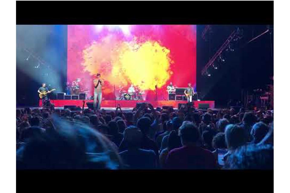 フーティー&ザ・ブロウフィッシュ、ツアー初日のライヴ映像が公開