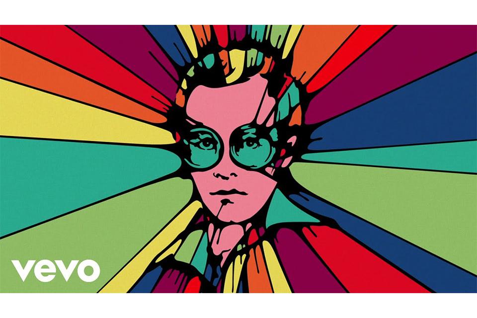 エルトン・ジョンとタロン・エガートンのデュエット曲、「(I'm Gonna)Love Me Again」のミュージック・ビデオが公開