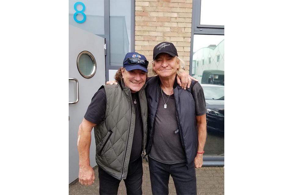 AC/DCのブライアン・ジョンソンとイーグルスのジョー・ウォルシュがロンドンでコラボ
