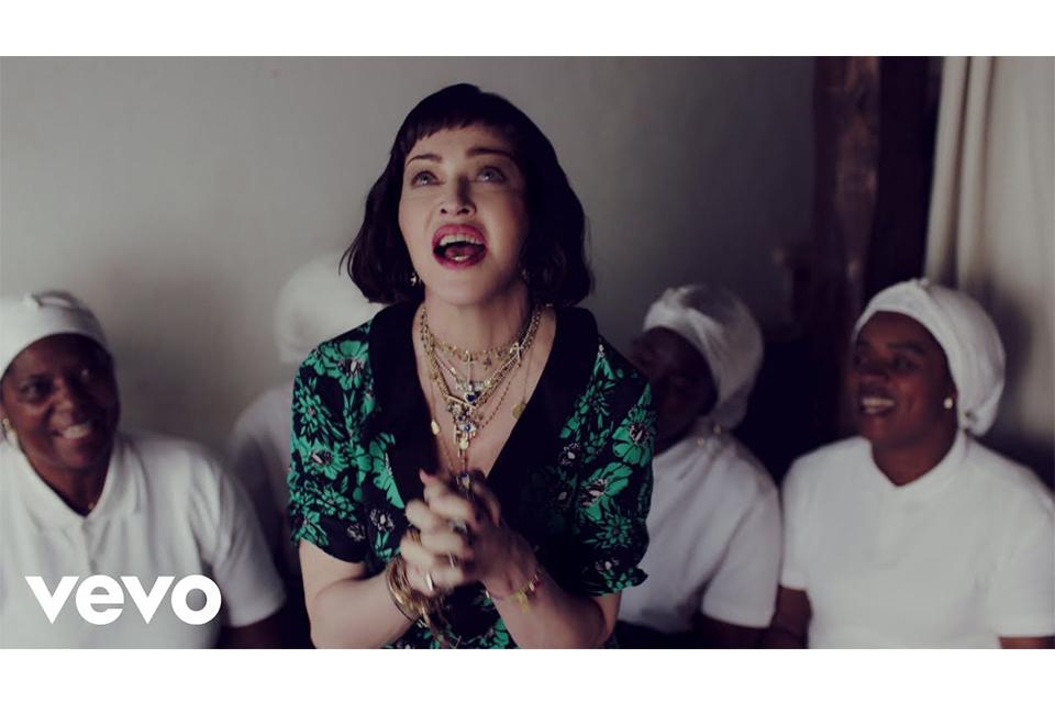 マドンナが新曲「Batuka」のミュージック・ビデオを公開