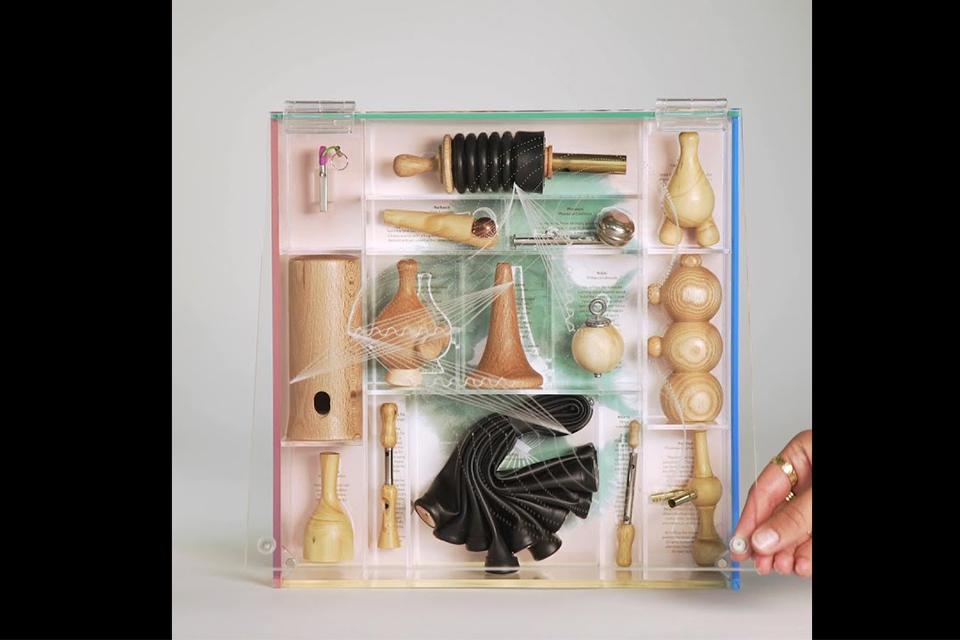 ビョークが14種類の木製フルート入りボックスセット『Utopia』を発売