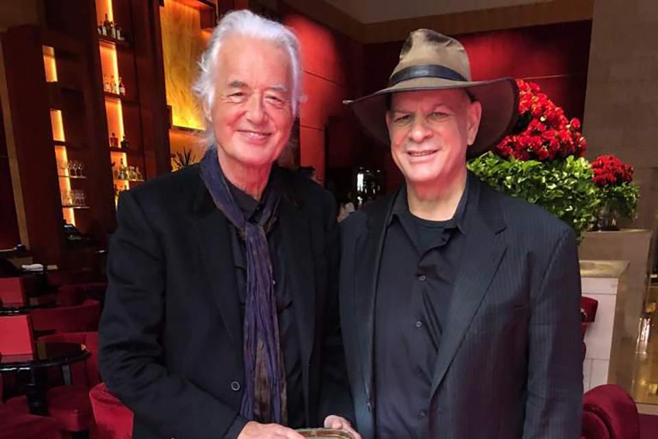 ジミー・ペイジ、昔のギター・ケースと47年ぶりに再会