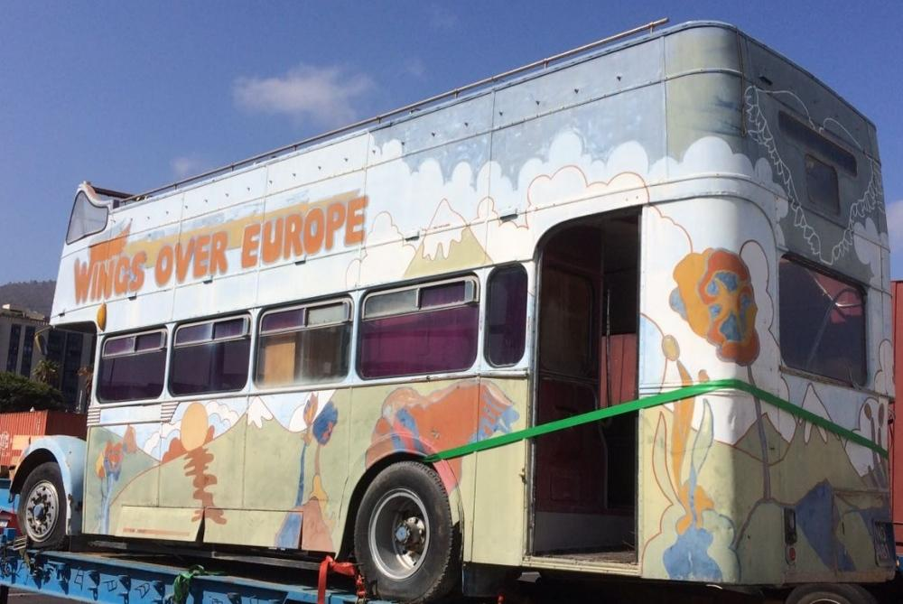 ポール・マッカートニー&ウィングスのサイケなツアー・バスがオークションに