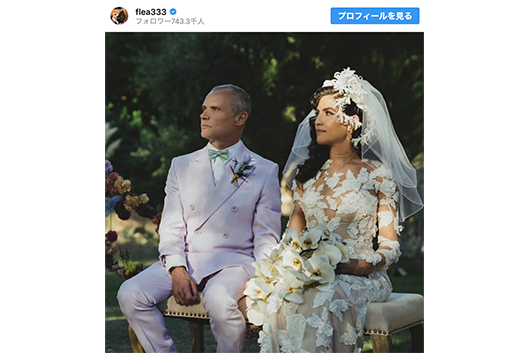 レッチリのフリーがデザイナーのメロディー・エサニと結婚