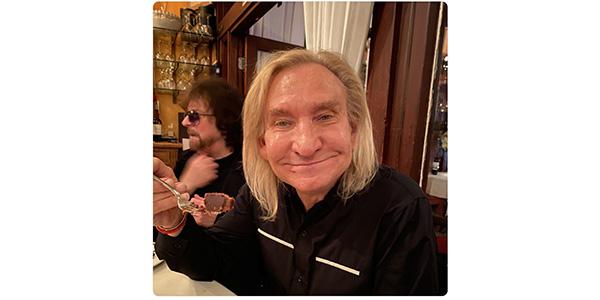 ジョー・ウォルシュの誕生日ディナー、リンゴ・スターが写真を公開