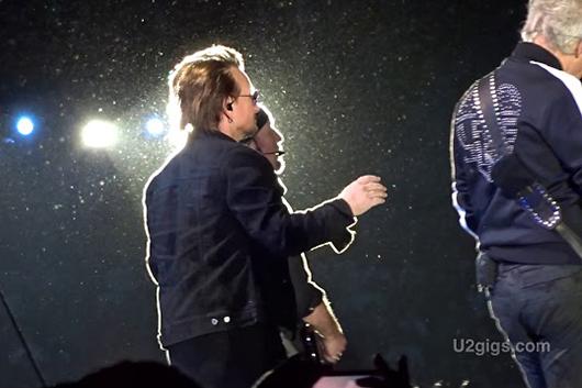 U2、ソウル公演でジョン・レノンを追悼