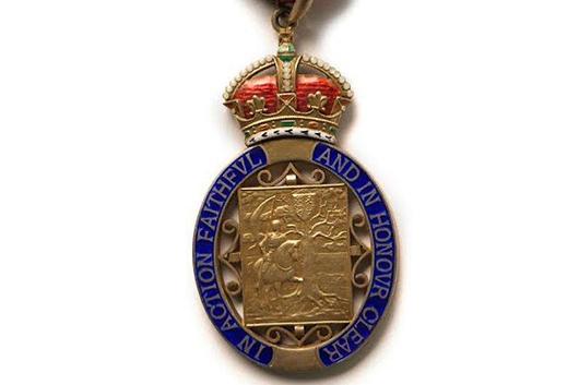 エルトン・ジョンやロジャー・テイラーが新年の大英帝国勲章受章者に