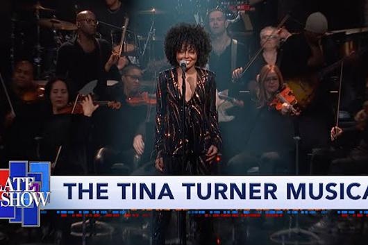 ティナ・ターナー役のミュージカル女優が米テレビ番組で「River Deep, Mountain High」を披露