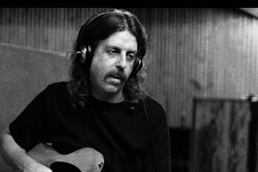ニッティ・グリッティ・ダート・バンドのクリス・ダロウが75歳で死去
