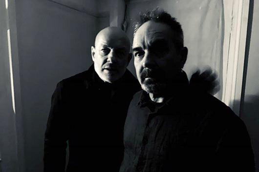 ブライアンとロジャーのイーノ兄弟による初のデュオ・アルバムが3月にリリース決定&先行トラック配信スタート