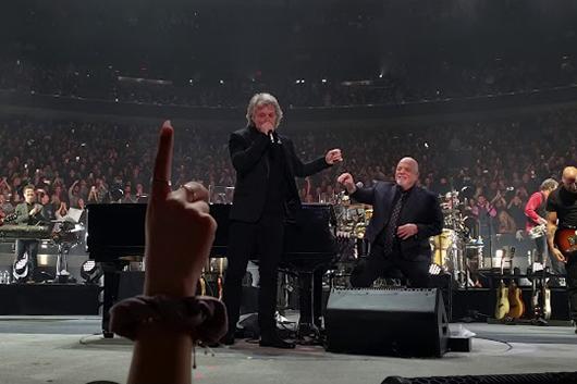 ジョン・ボン・ジョヴィがビリー・ジョエルのMSG公演にサプライズで出演
