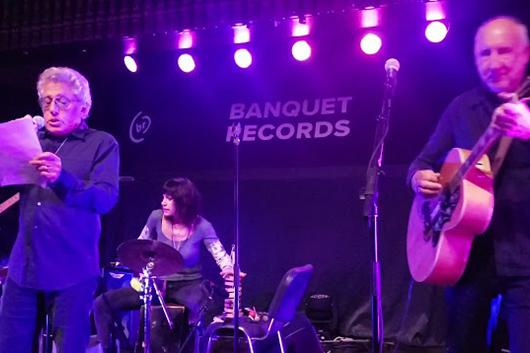 ザ・フーのロジャー・ダルトリー、歌詞を片手に新曲「Break the News」を初披露