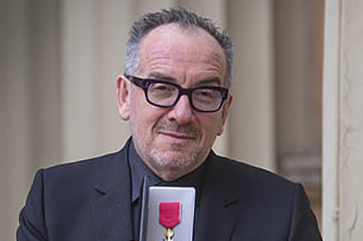 エルヴィス・コステロ、大英帝国勲章を受賞