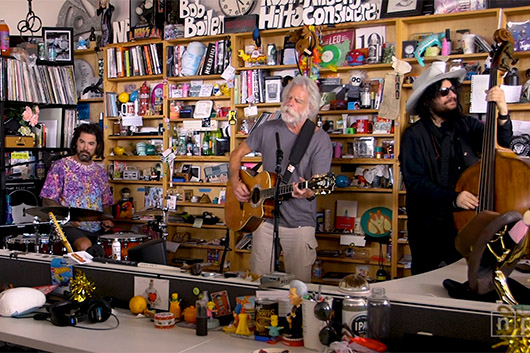 ボブ・ウィアー&ウルフ・ブロスが米ラジオ番組『Tiny Desk Concert』に出演