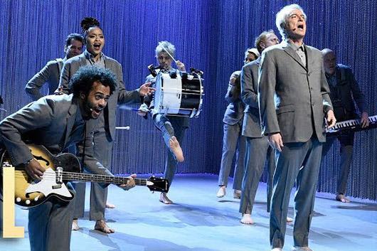 デヴィッド・バーンが米TV番組『Saturday Night Live』に出演、ライヴ映像公開