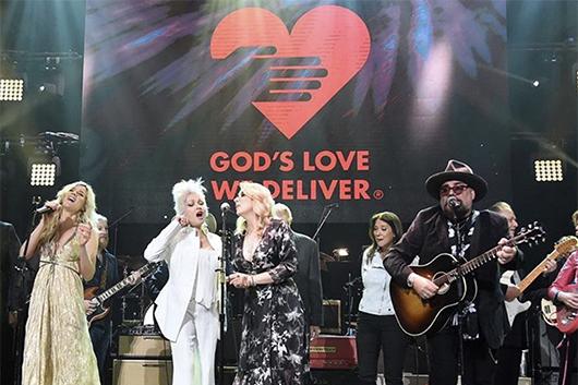 オールスター参加のチャリティ・コンサート「Love Rocks NYC」ライヴ映像公開