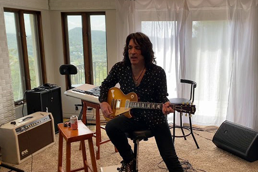KISSのポール・スタンレー、自宅で撮影したパフォーマンス映像公開