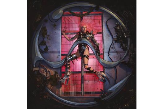レディー・ガガ、最新アルバムの発売日を延期するもアートワークを公開