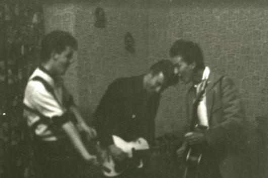 ビートルズの前身バンド、クオリーメンの未発表写真公開