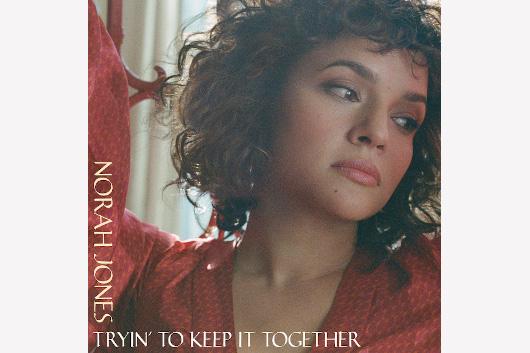 ノラ・ジョーンズ、シングル「トライン・トゥ・キープ・イット・トゥギャザー」を急遽リリース。最新コメントも到着