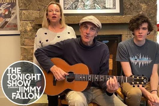 ジェイムス・テイラー、自宅で演奏した「You Can Close Your Eyes」の映像公開