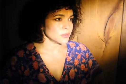 ノラ・ジョーンズ、新アルバムからの先行配信曲「ウァー・ユー・ウォッチング?」を解禁!