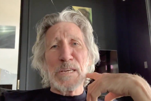 ロジャー・ウォーターズ、ビデオ・メッセージでデヴィッド・ギルモアを非難