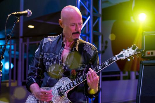 KISSのアルバムに貢献したロック・ギタリストのボブ・キューリックが70歳で死去