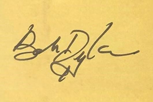 ディラン新作の日本盤購入特典として抽選で「直筆サイン」プレゼントが決定!