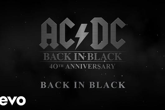 AC/DC、アルバム『Back In Black』のビデオ・シリーズ第3弾ではタイトル曲の裏側を解説