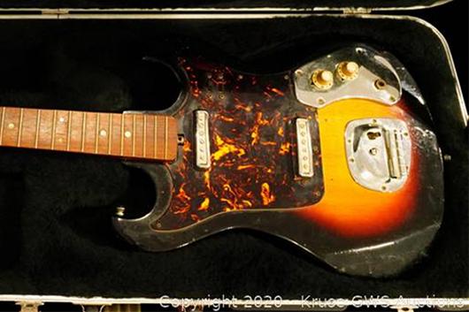 ジミ・ヘンドリックスの日本製エレキギター、21万6000ドルで落札