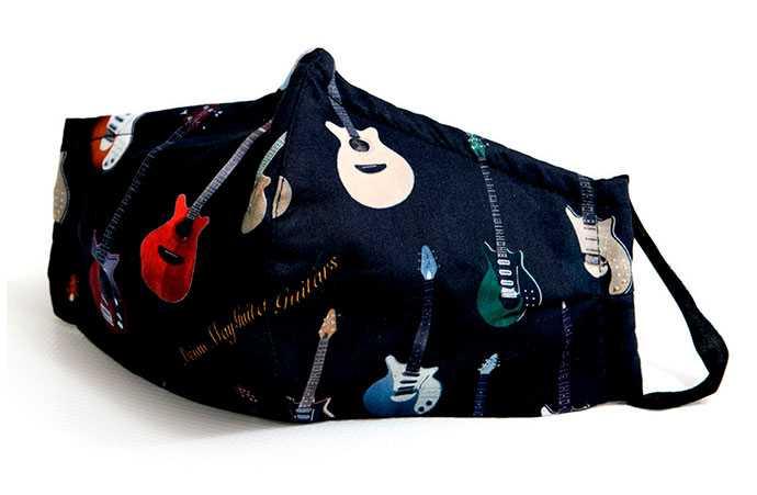 ブライアン・メイ、ギターをデザインしたマスク発売