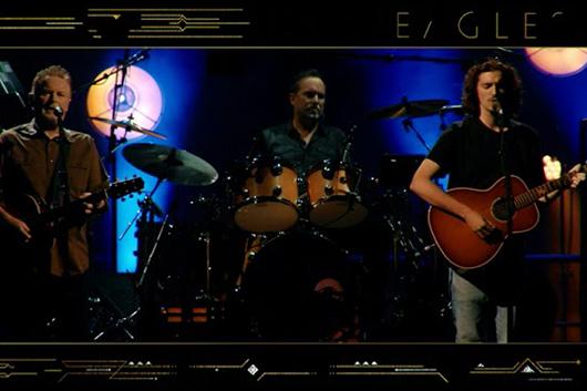 イーグルス最新ライヴ・アルバムから、ヴィンス・ギルがリード・ヴォーカルの「いつわりの瞳」が本日9/4先行配信!