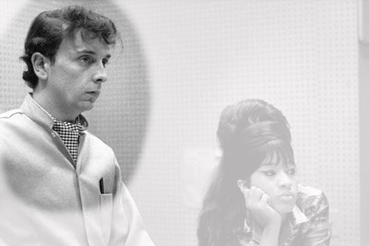 音楽プロデューサーのフィル・スペクター、新型コロナにより刑務所の病院にて81歳で死去