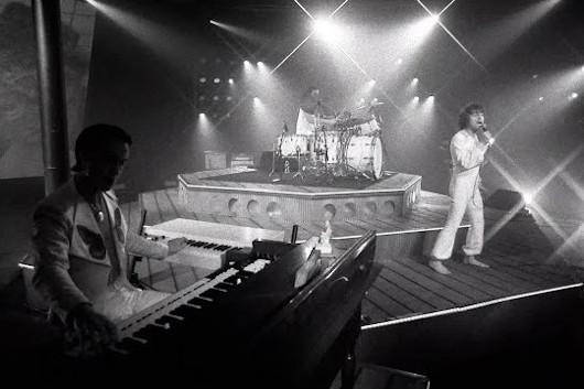 グレタ・ヴァン・フリート、新曲「Age Of Machine」のパフォーマンス映像公開