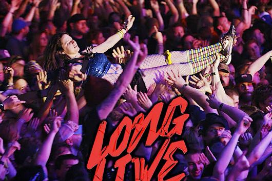 ハード・ロック/メタル文化のカオスを描いた新ドキュメンタリー『Long Live Rock... Celebrate the Chaos』、トレーラー公開