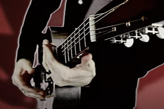 シンガーのマイルス・ケネディ、新ソロ・アルバムから「In Stride」のミュージック・ビデオ公開