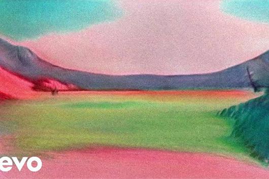 クラウデッド・ハウス、テーム・インパラがリミックスした「To The Island」公開