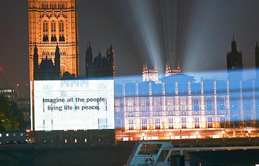 ジョン&ヨーコの名曲「イマジン」リリース50周年記念、不朽の一節「IMAGINE ALL THE PEOPLE LIVING LIFE IN PEACE」を世界中の有名な建築物に投影
