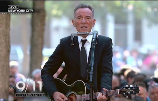 2001.9.11から20年。NYで行われた追悼式典でブルース・スプリングスティーンが「I'll See You In My Dreams」を演奏